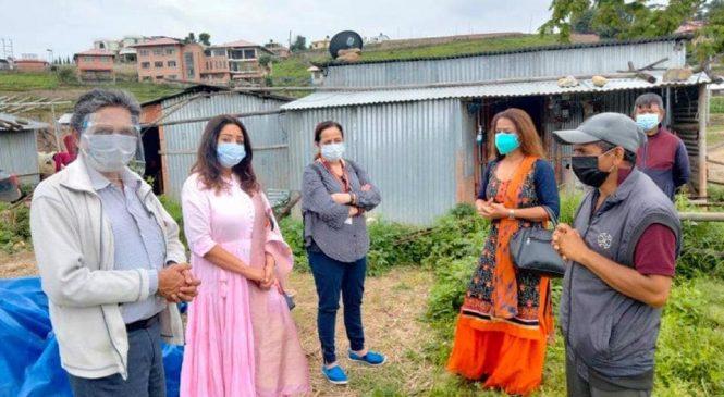 निशालाई करिश्मा, उषा र रेजिनाको सहयोग